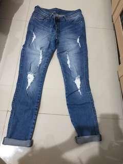 Celana jeans size 28