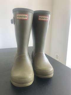 HUNTER Original Kids Rain Boots . Dark Olive . Size 13B / 1G