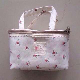 🚚 BN Cream Cotton Canvas Rose Vintage Classic Print Makeup Bag Pouch