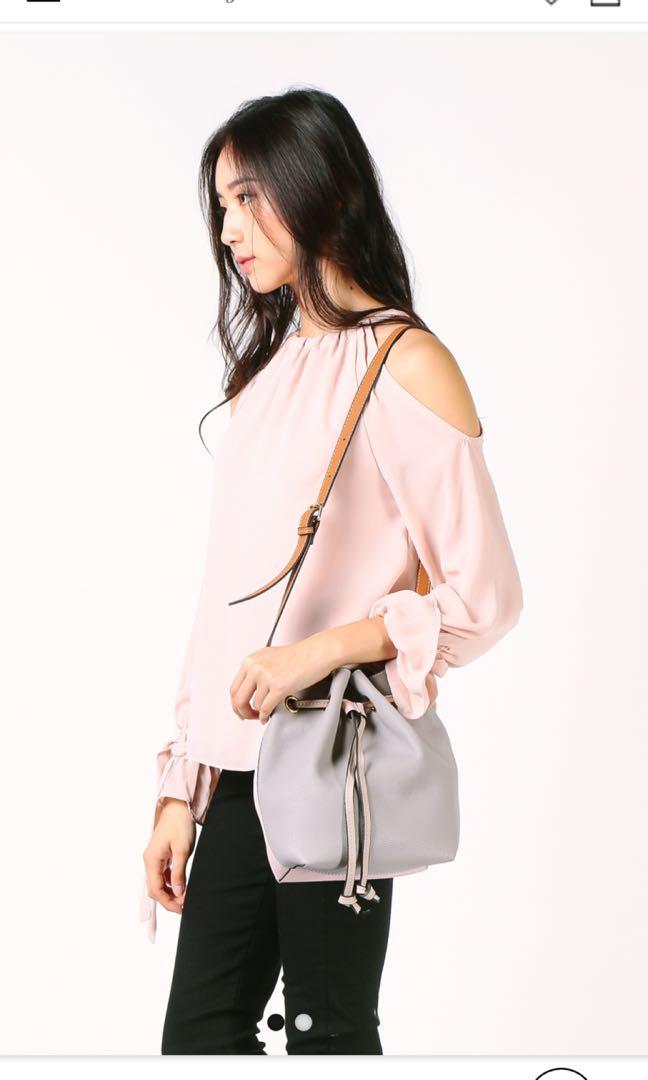 14c21ac5cd0 BNWT Dressabelle colour block bucket bag grey/pink, Women's Fashion, Bags &  Wallets, Handbags on Carousell