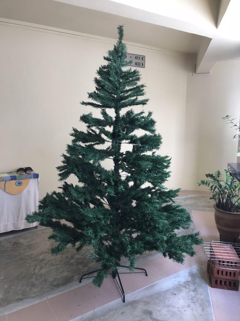 Christmas Tree Xmas Tree Everything Else On Carousell