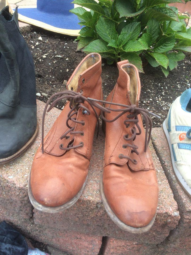 Frye boots size 7.5 fits 8 too
