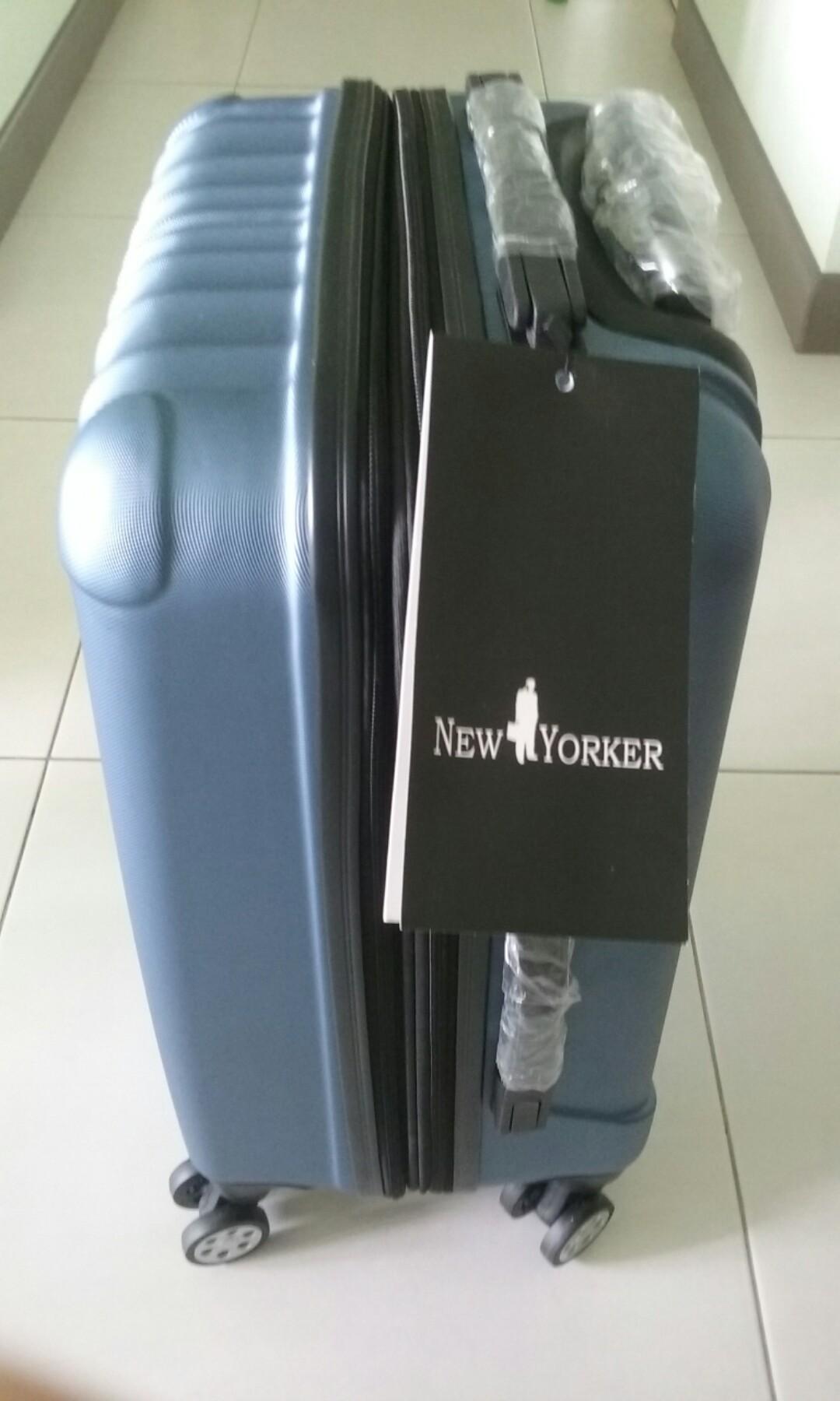7951088b367511 IDoTrades New Yorker 20 Inch luggage with TSA lock