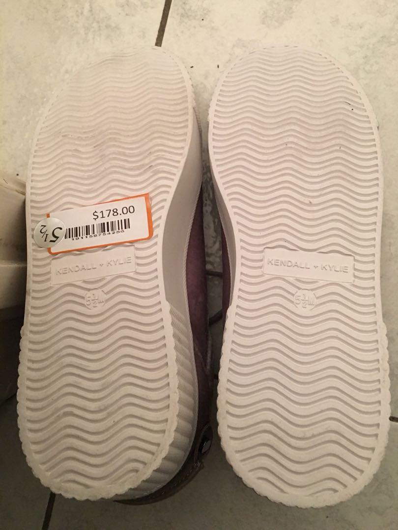 Kendall & Kylie shoe size 5.5