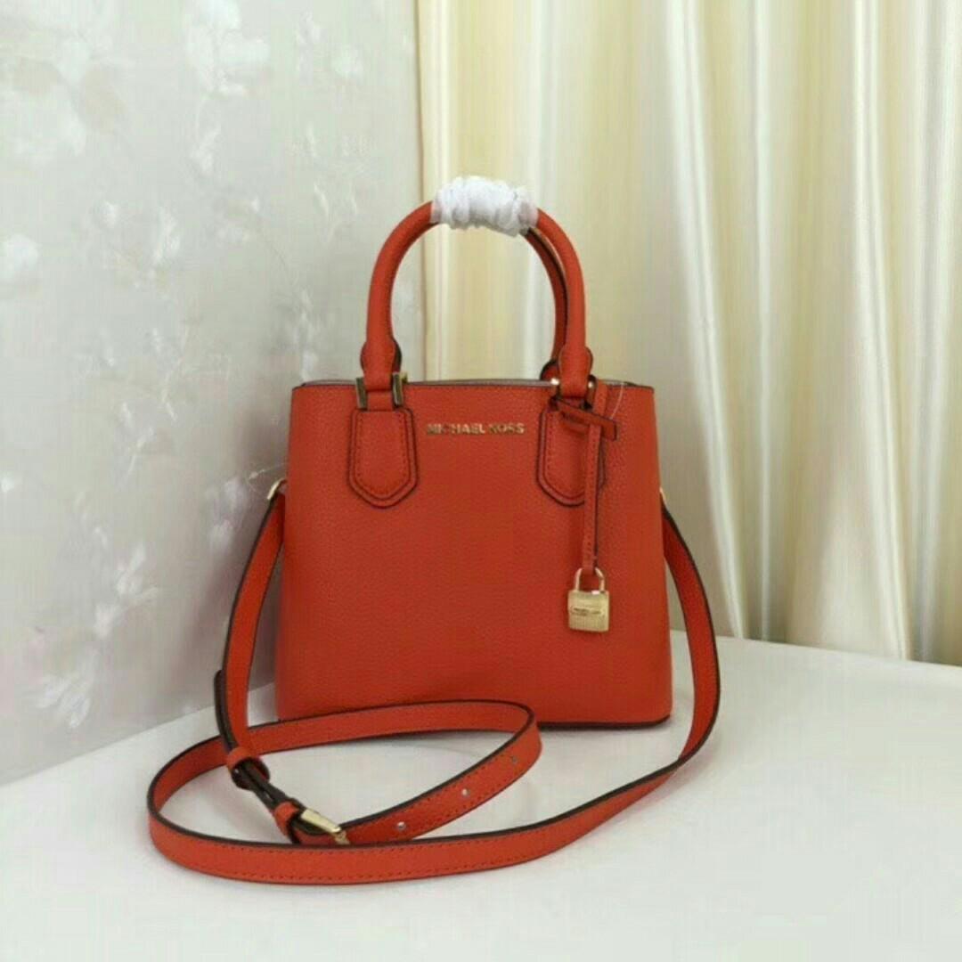 3bb742c64ea9 Michael Kors handbag