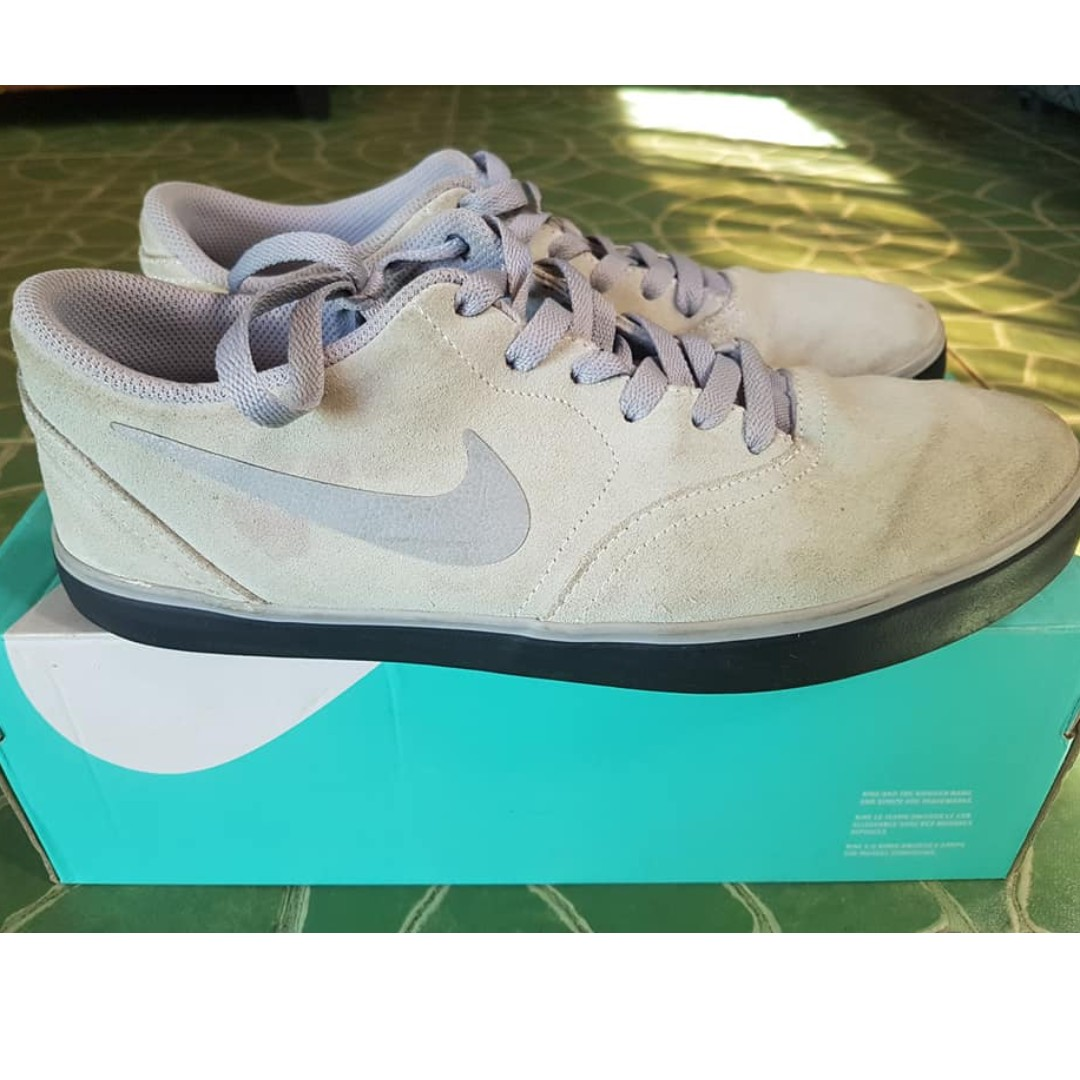 online store 5dcca 29487 Nike SB check, Men s Fashion, Footwear, Sneakers on Carousell