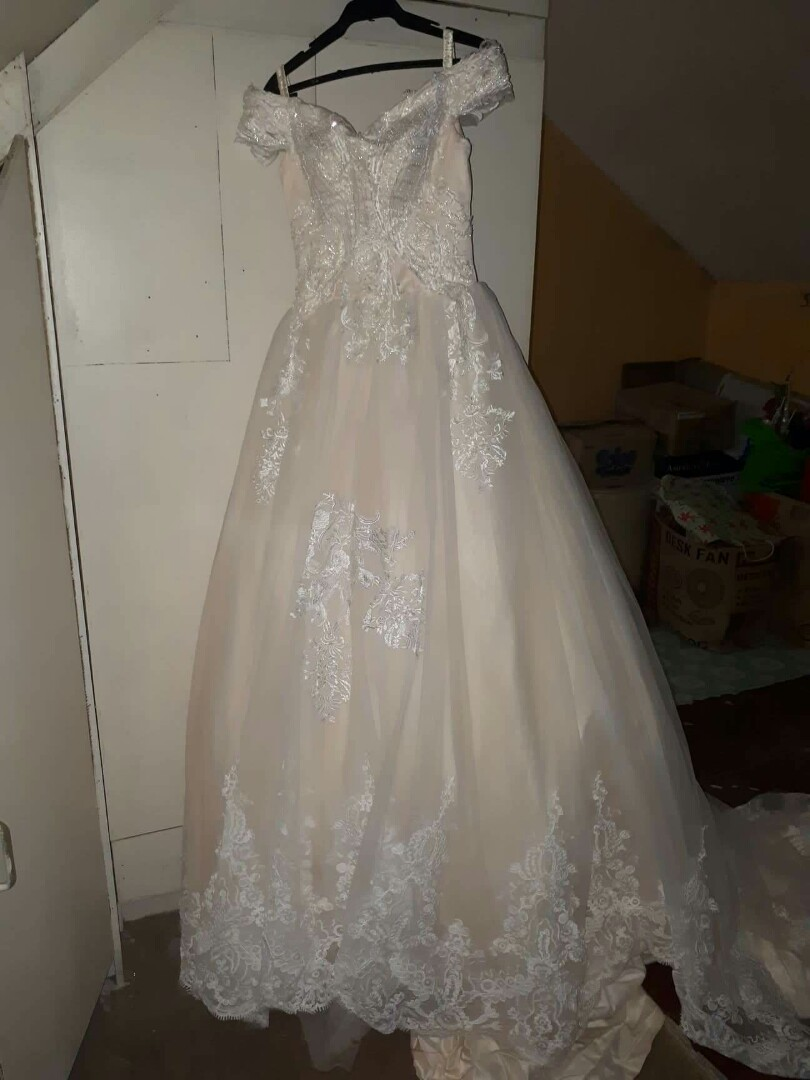 d84a2e12a OFF SHOULDER WEDDING GOWN NEW! For Budgetarian Bride to be! 👸, Women's  Fashion, Clothes, Dresses & Skirts on Carousell