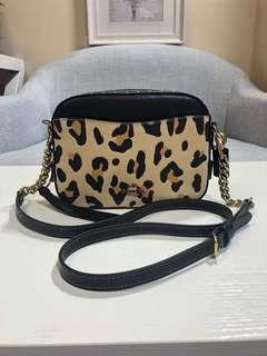 AUTHENTIC COACH CAMERA BAG WITH LEOPARD PRINT (CO)