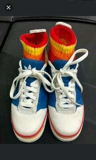 Adidas 悠閒運动鞋
