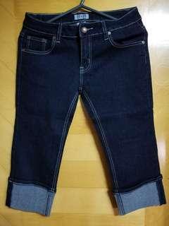 Short blue jeans