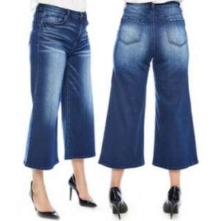 Women's Cropped-Leg Jeans (size 4)