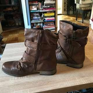Also woman's Boots