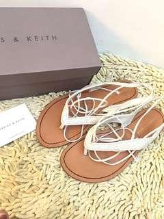 Charles and Keith flats/open toe/thongs