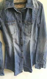 Kemeja Jeans Tebal dari Pull & Bear