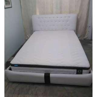 Embossing2 bed frame