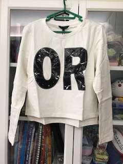 英文字母貼布白色上衣