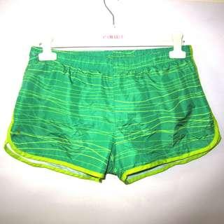 (M-L) Pony ladies sports shorts, with secure waist lace, with built-in underwear, with waist key pocket and in almost looks new conditions