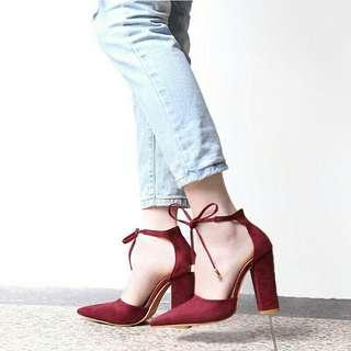 Strap pumps retro high heels Maron
