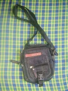 Prlda small sling bag