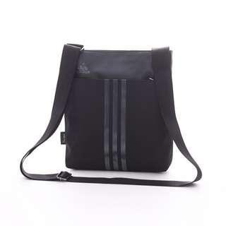 Adidas 全新 黑色 運動 休閒 肩背包 斜背包 斜肩包 側背包 郵差包 戶外 街頭 旅行 通勤 AZ6749