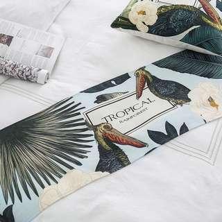 Forest Bird Table Runner, 森林大咀鳥圖裝飾枱布帶