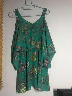 🚚 #十月女裝半價 綠色圖騰露肩洋裝