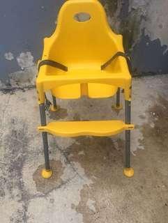 Baby chair kuning