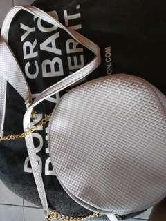 *FREE DELIVERY* Abby Jocson White Bag with Gold Chain