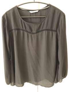 🚚 絲質鏤空上衣