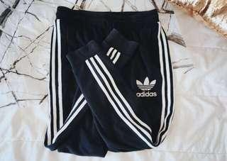 NAVY ADIDAS TRACKPANTS