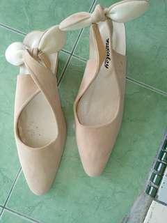 Sepatu bahan bludru