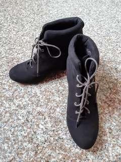 🚚 楔形短靴40/25