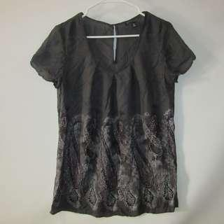 (M-L) Banana Republic ladies tops in almost looks new conditions