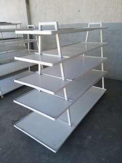 Gondola shelves