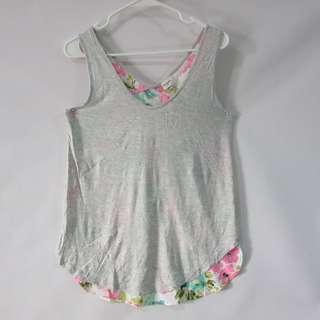 (M) Merona ladies top in almost looks new conditions