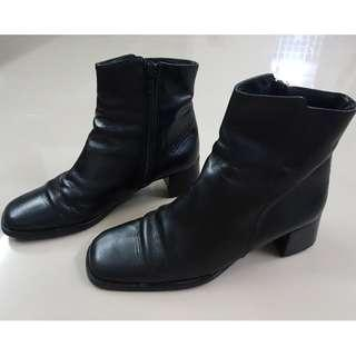 Black Leather Boots / High-Cut Shoes Ladies