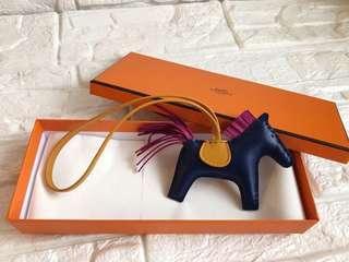 🚚 Hermes 全新深藍色小馬吊飾