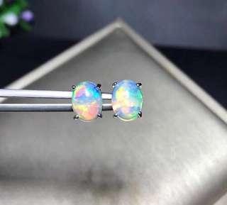 這對好漂亮,七彩顏色白opal, 主石6x8mm ,925純銀。更多產品在Instagram Shop: Jewellerysea