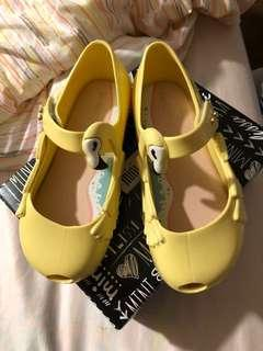 Below retail: BNIB mini Melissa ultra girl theme yellow (us9)