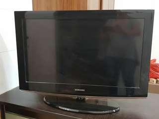 """Samsung 32"""" inch LCD TV"""