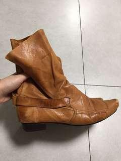 Initial boots 真皮靴