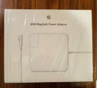 🚚 Apple MagSafe Power Adapter for Macbook Pro
