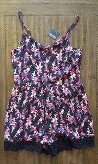 Open back floral romper with lace trim *Bluenotes*