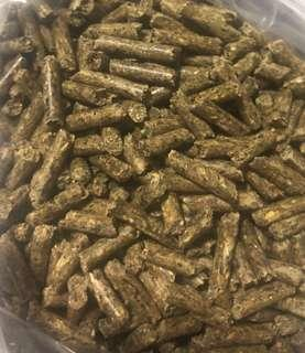 Natural rabbit pellet feed with highly palatable proteins, fibers