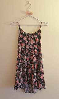 Tiered floral dress with open back *Forever 21*