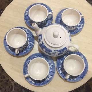⬇️Price Reduced! Vintage Antique Flower Teapot Set (As New)