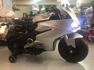 Metallic Silver Ducati Rechargeable Ride On Motorcycle Big Bike Motorbike with Rubber Tires