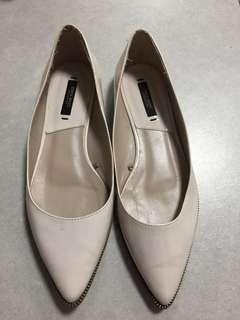 Zara basic 米白色尖頭平底鞋