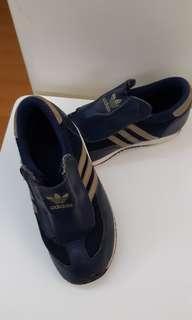 休闲鞋 Adidas sports shoes (size 26.5)