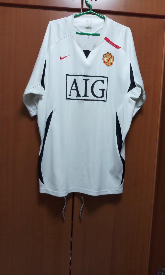 84a511f9547 Manchester United Nike Jersey